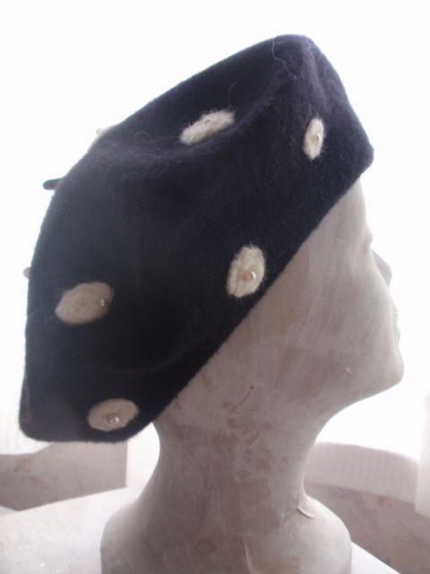 Rightside of black beret