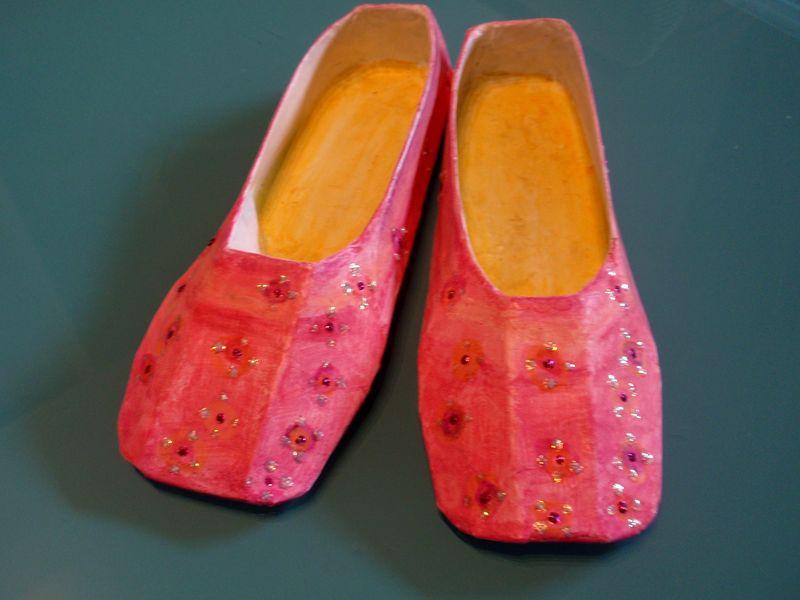 Carpet slippers, 2 e